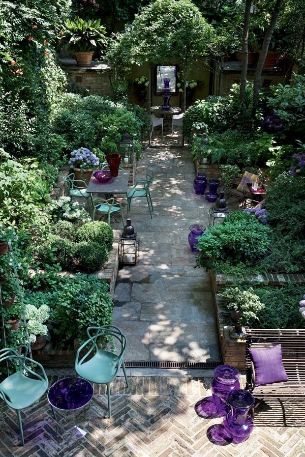 inside outside - lush planted patio garden - Milan - foto Giorgio Possenti www.w...