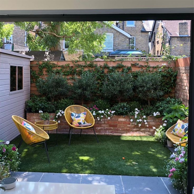 A view from our kitchen into our petite city garden. A reminder of the sunshine ...