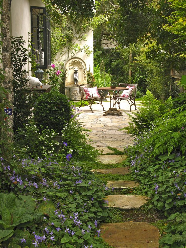 Breathtaking 25 Cottage Style Garden Ideas fancydecors.co/... A variety of plant...