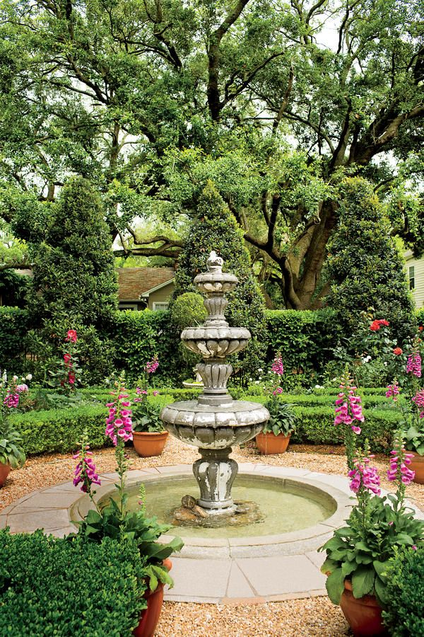 What's more peaceful than a quiet fountain? Low hedges of closely trimmed J...