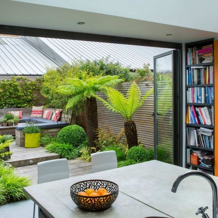Small courtyard garden with seating area design and layout 120 - Rockindeco