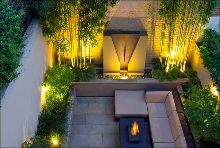 Small courtyard garden with seating area design and layout 87 - Rockindeco