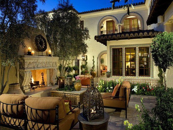 15 Traditional Courtyard Gardens | Home Design Lover