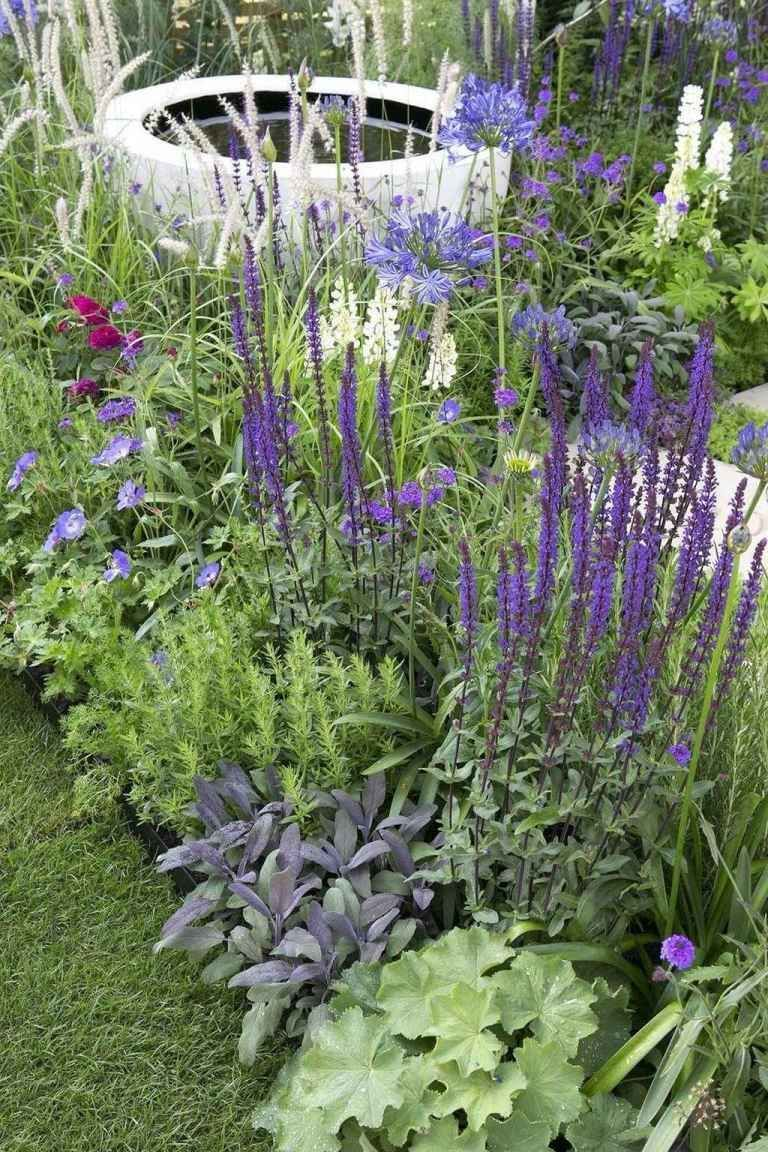 39 Breathtaking Cottage Garden Ideas for Inspiration in the Front Yard - DoMak ...